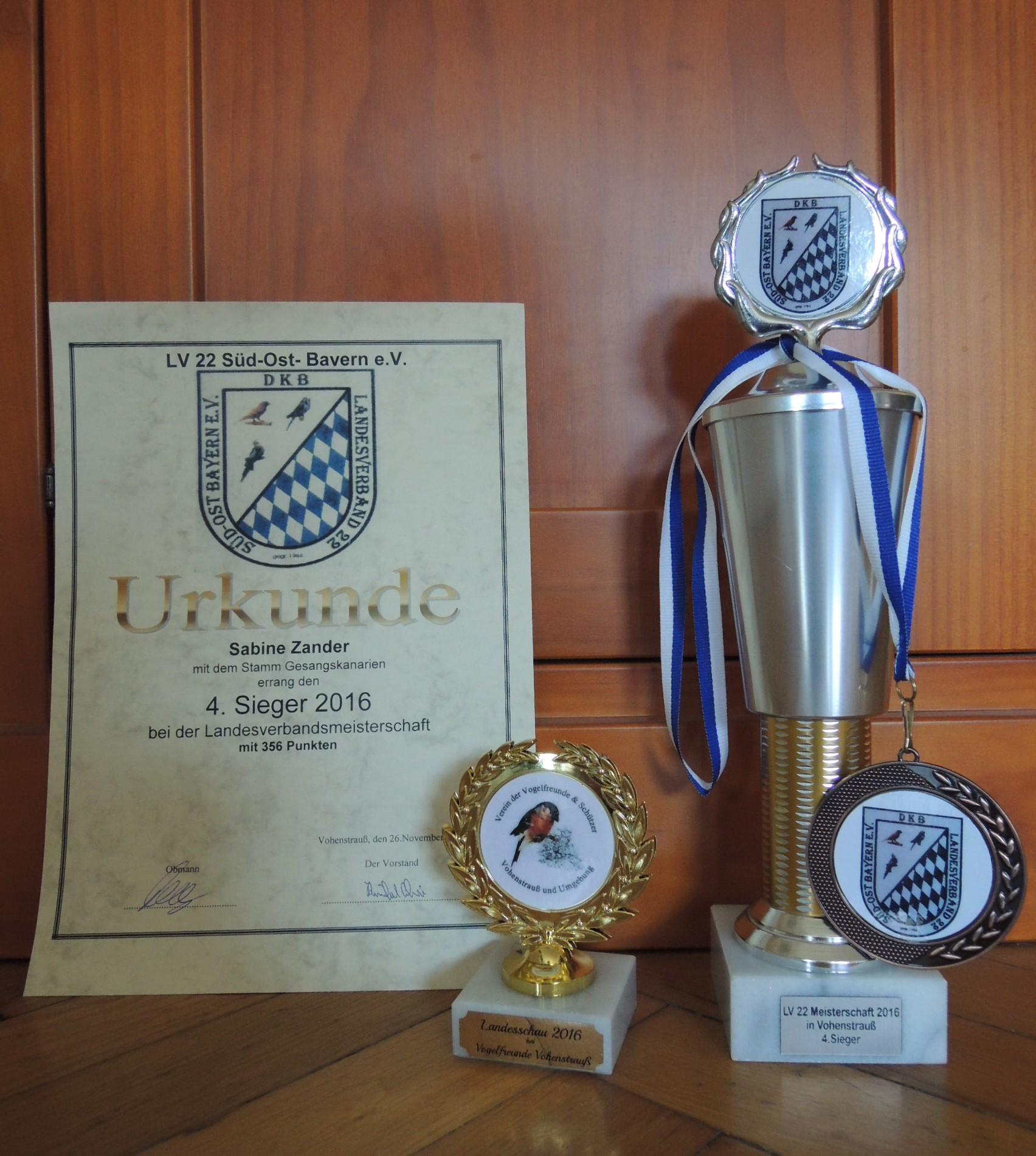 Urkunde und Pokale