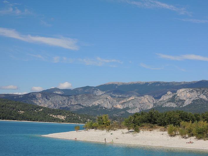 Lac de Sainte Croix mit Gebirge